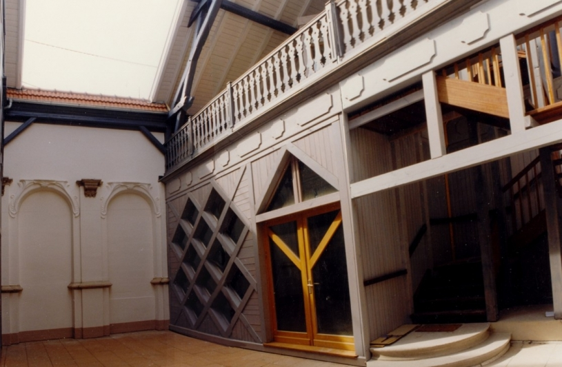 La cour créée au milieu de l'ancienne salle