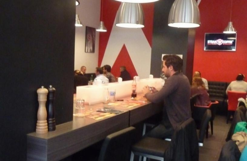architecte lille plux aménagement bar restaurant site Héron Parc Villeneuve d'Ascq Lille W steak http://www.atelier-plux.fr/