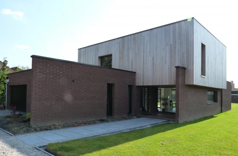 maison cubique brique et bois