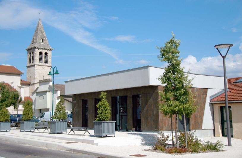 Façade principale - Local Commercial - Mairie de Saint Vérand  - Adhoc Architecture - Jean Michel Costaz