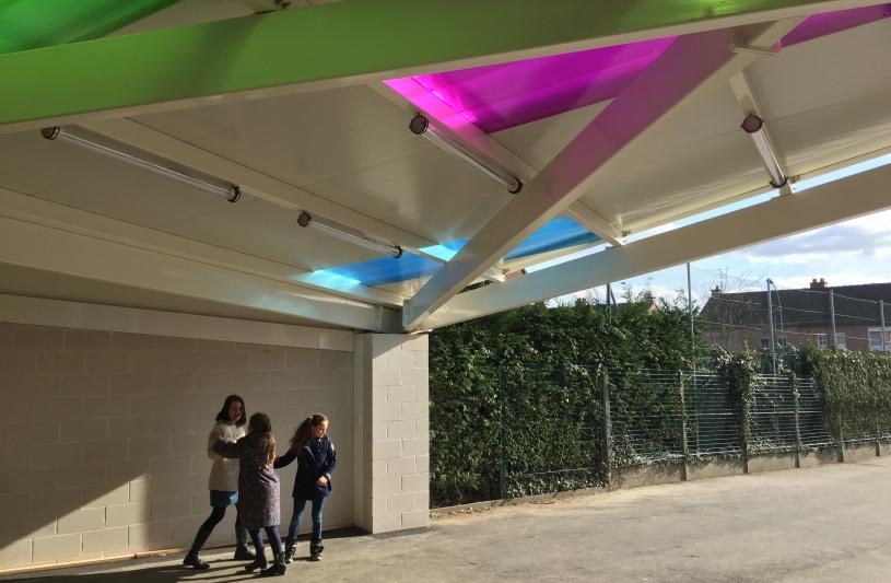 architecte lille plux structure aménagement préau couleur école Lacordaire Neuville en ferrain http://www.atelier-plux.fr/