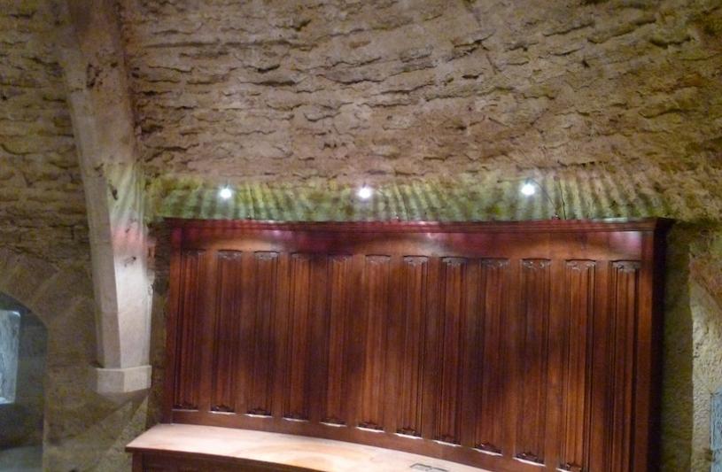 Aménagement de chambre par mobilier néo-médiéval