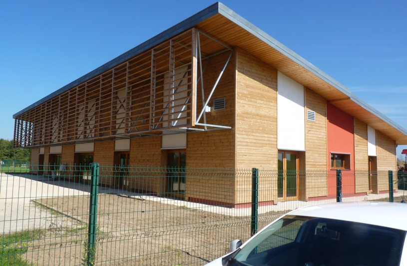 Création d'un réfectoire scolaire comprenant cuisine collective, salle de restauration, salle de petit déjeuner, salle de classe et sanitaires
