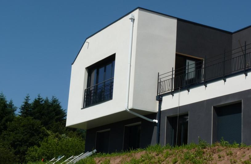 Projet de maison d'habitation pour une famille de 4 personnes avec la contrainte d'un terrain à forte pente et la volonté forte des propriétaire d'un projet fonctionnel et contemporain