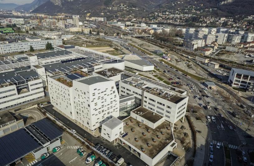 Vue aérienne de l'extension PHELMA 2 et de l'amphithéâtre à Grenoble.
