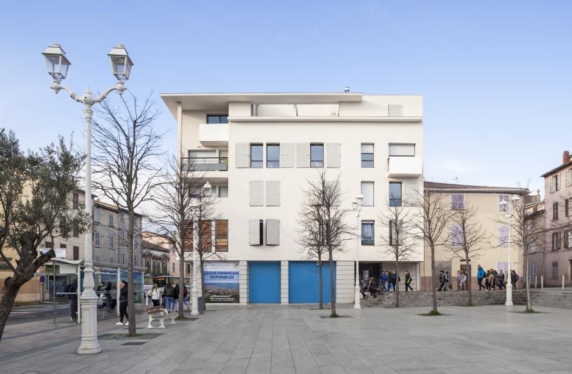 immeuble sur la place Saint jean