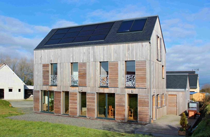 conception bioclimatique, maison possive+positive,bois local non traité, isolation vegetale...