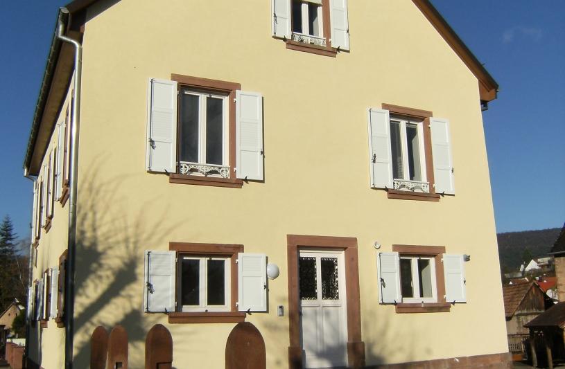 Remplacement des anciennes menuiseries, ravalement de façades