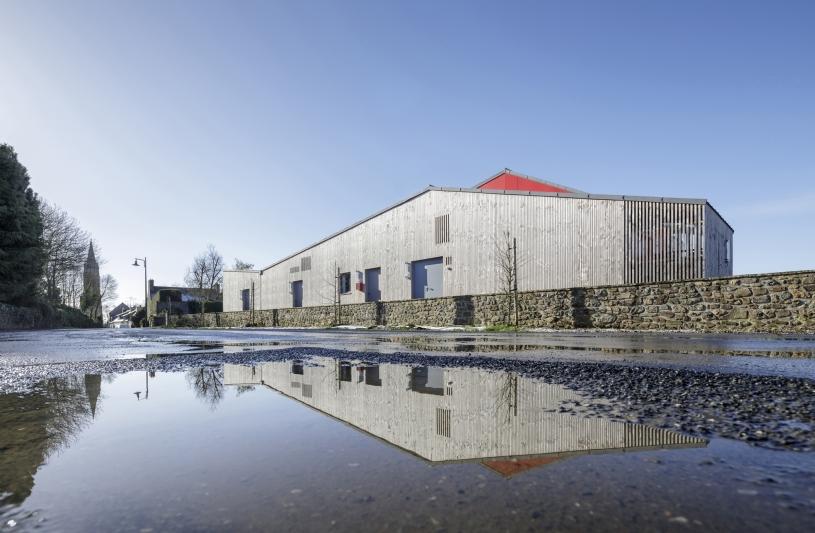 Salle communale de PLEGUIEN, vue extérieure, photographie Frédéric BARON