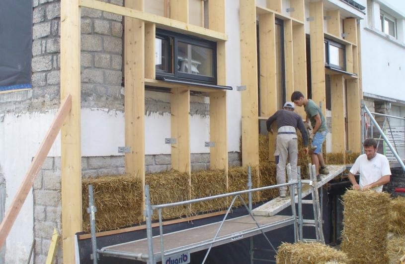 Chantier isolation extérieure paille en façade nord