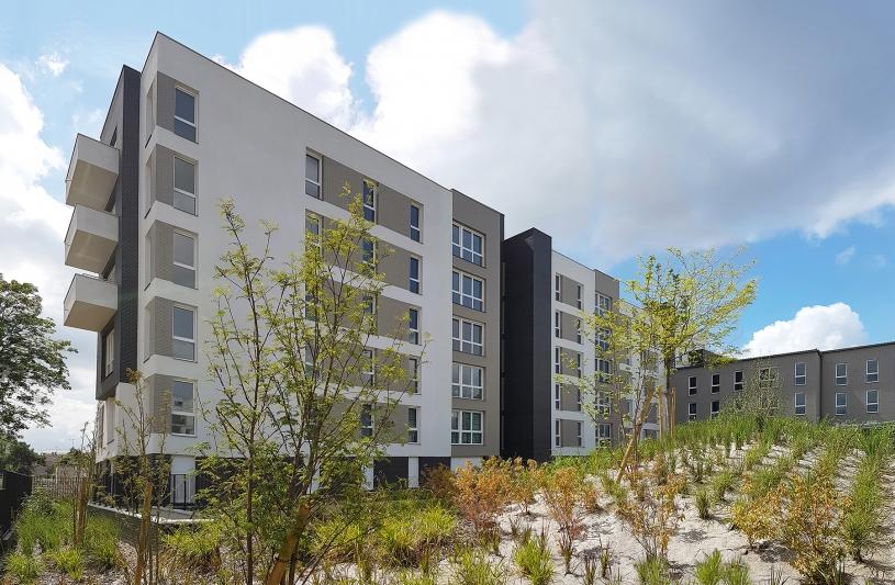 70 LOGEMENTS SOCIAUX NF HABITAT HQE/RT2012-10% - NOISY-LE-GRAND: façades sur jardin intérieur