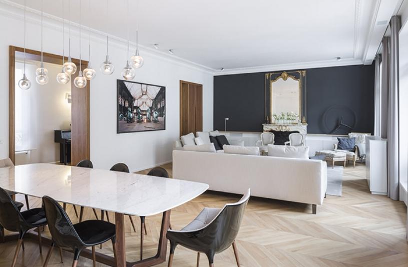 salle a manger sur salon, cheminée, haussmanien, miroir, perspective, lumière naturelle, parquet,