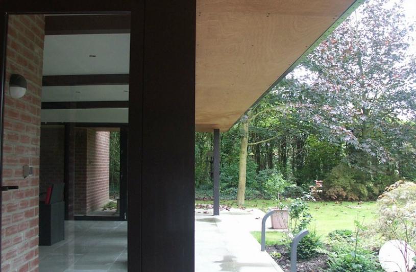 Habitation d'architecture contemporaine à Douai, cheminement vers le jardin