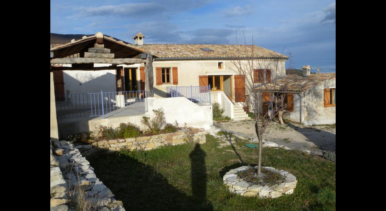 Rénovation d'un mas et de ses dépendances en Drôme provençale.