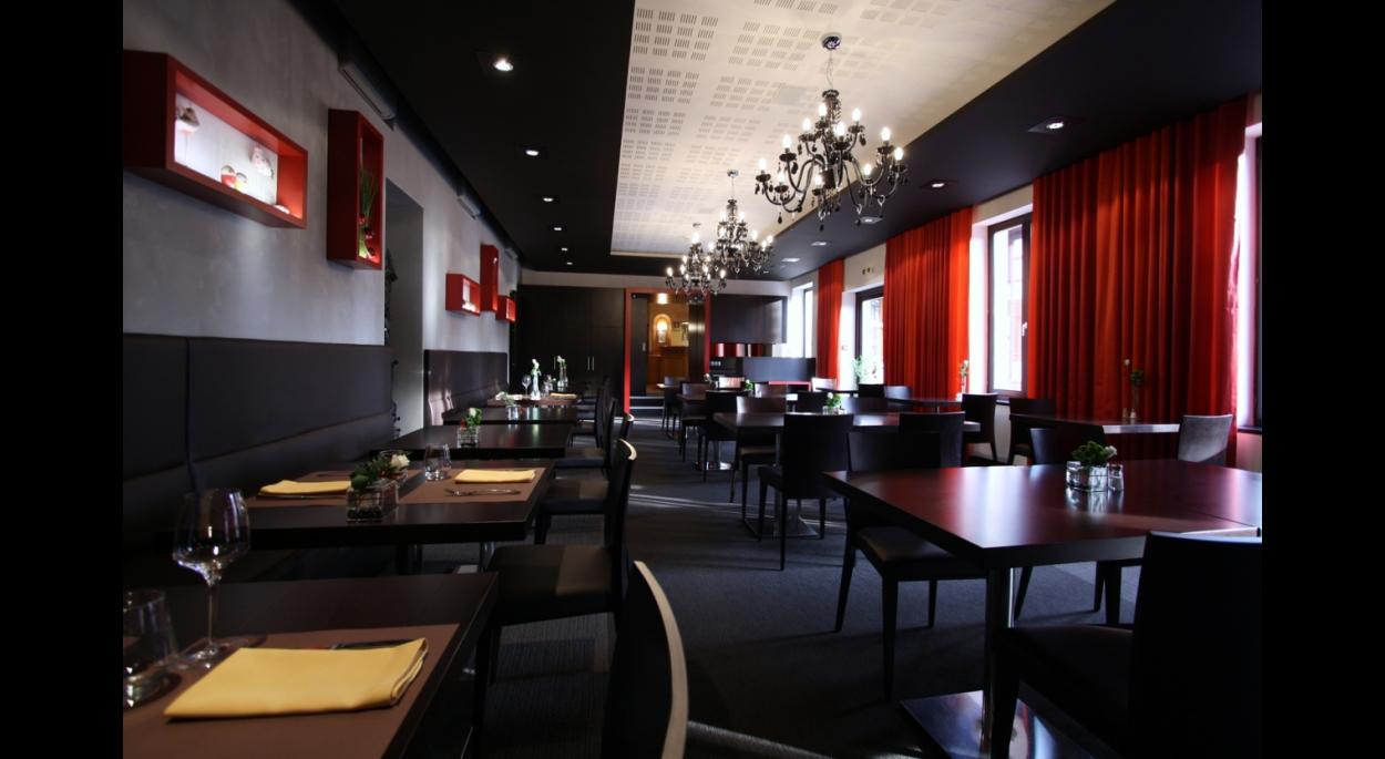 Aménagement d'une salle de restaurant _ La Charrue
