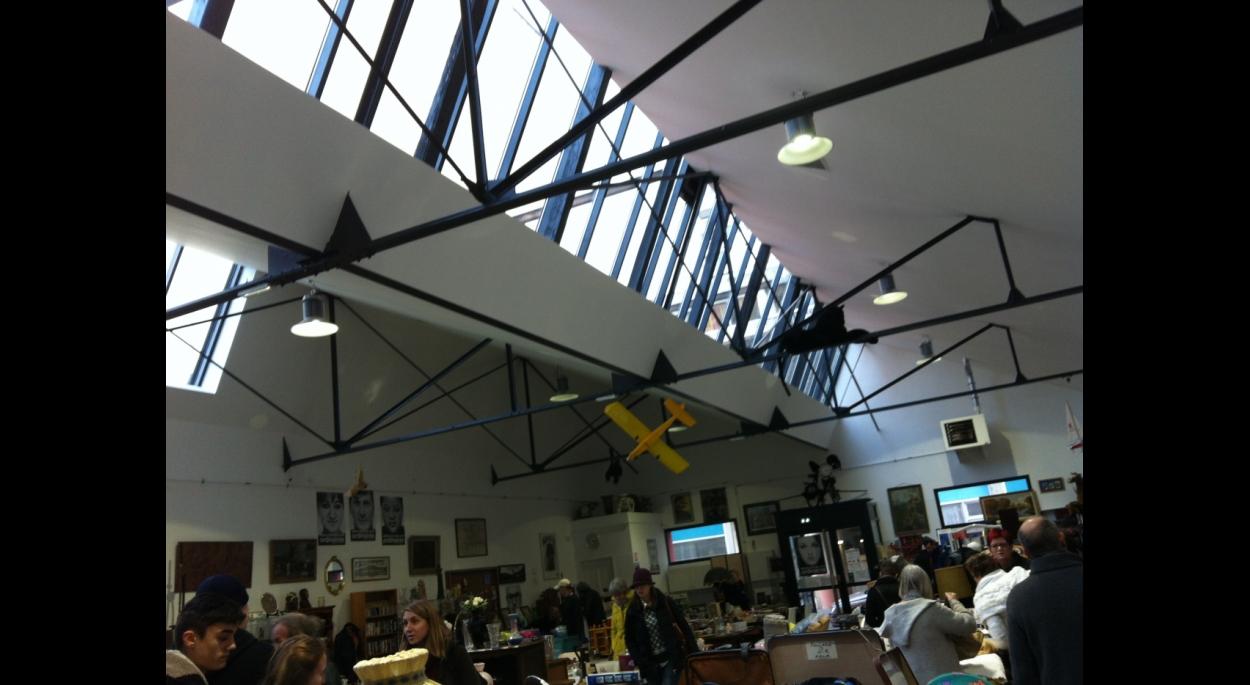 Réhabilitation d'un hangar en magasin de vente