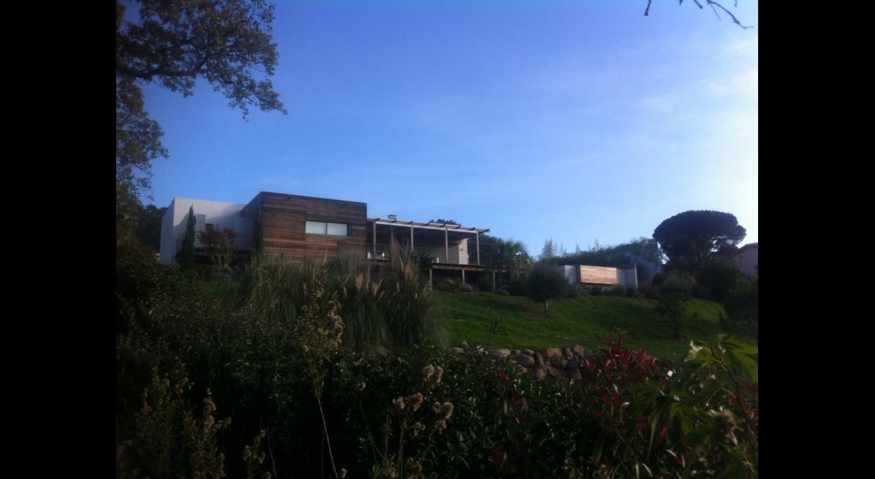 villa contemporaine sainte lucie de porto vecchio corse du sud cirindinu arasu