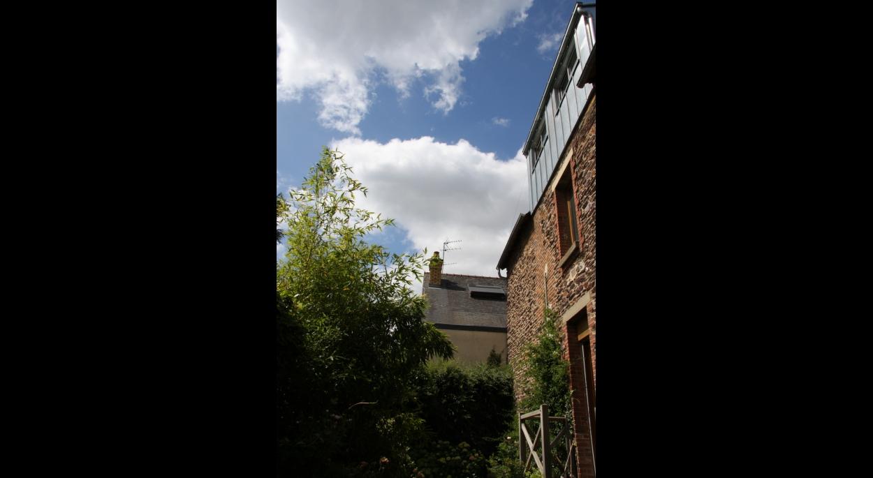 Vue depuis le jardin en contrebas