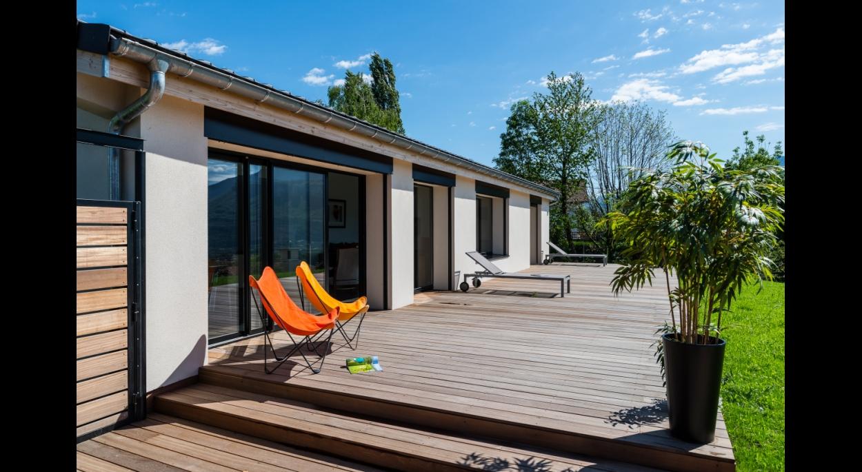 Terrasse et baies vitrées