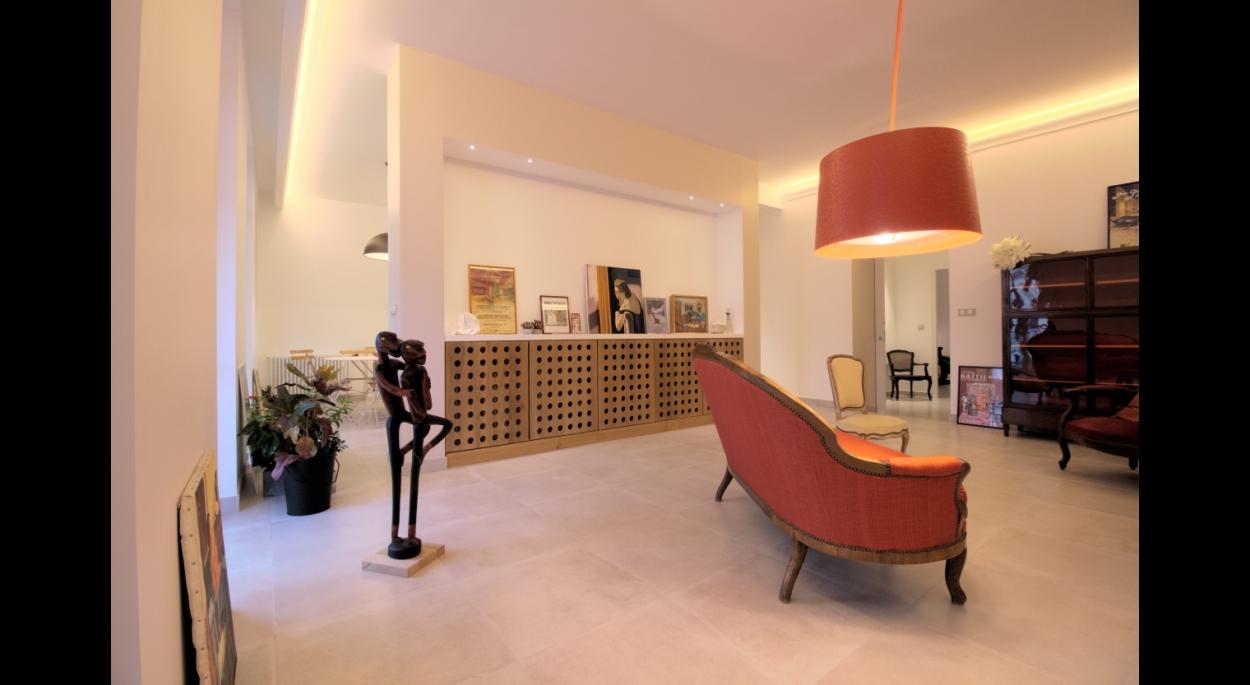 Restructuration et agencement d'un appartement et cabinet de consultation de 105m² - Le salon