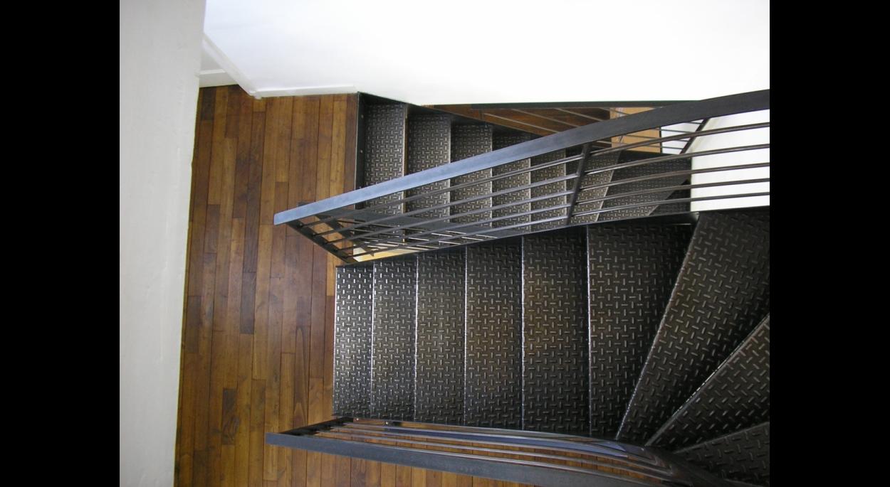 escalier acier sur plancher bois d'origine