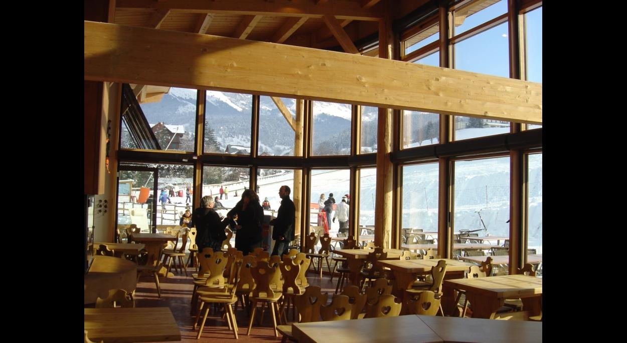 l'espace d'accueil avec vue panoramique sur la Colline des bains