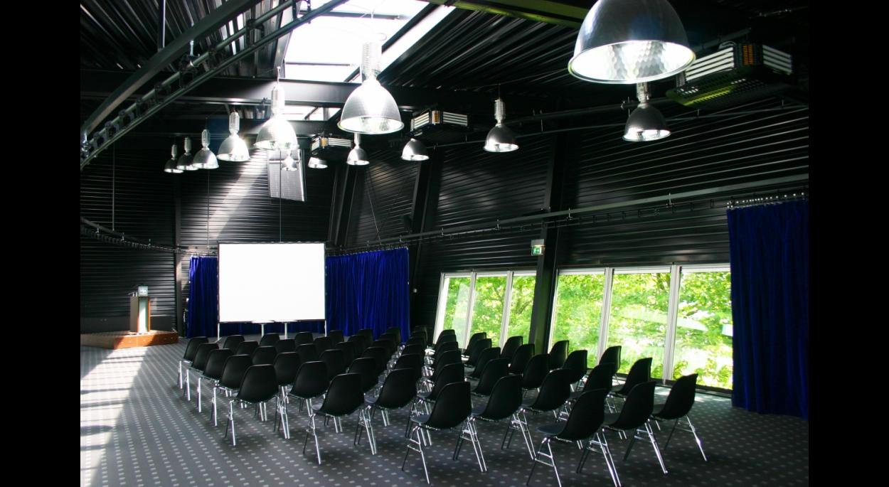 La salle de conférence en mezzanine