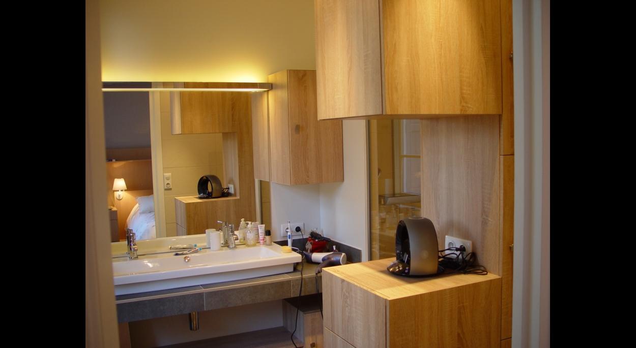 Salle de bain parentale, mobilier sur mesure.