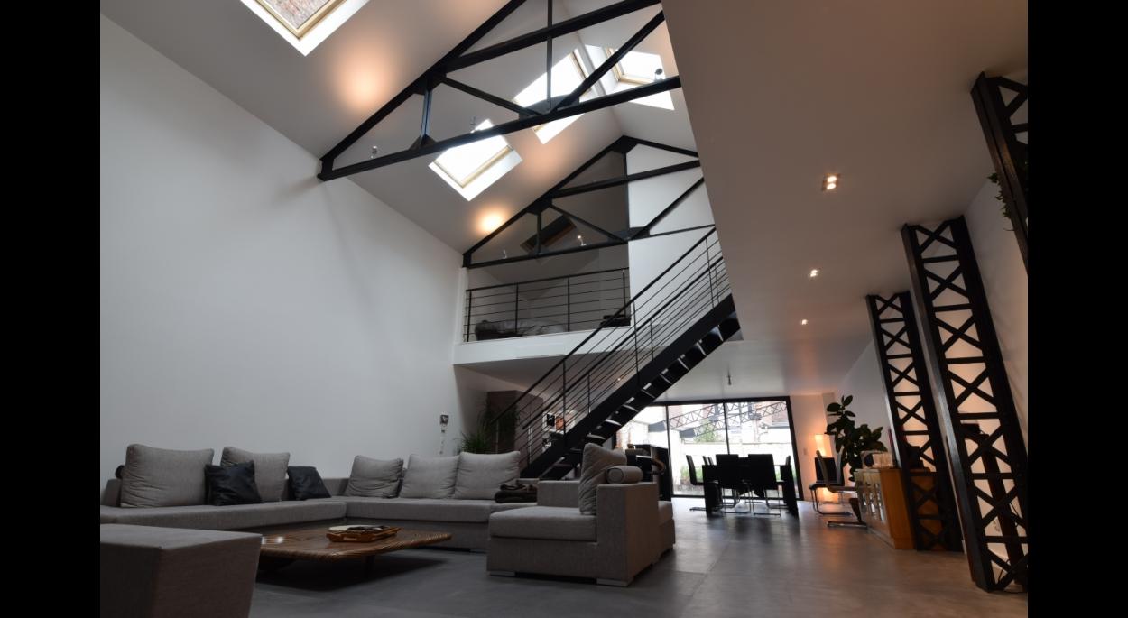 Salon loft escalier metallique - La Madeleine - Jacques LENAIN Architecte Lille
