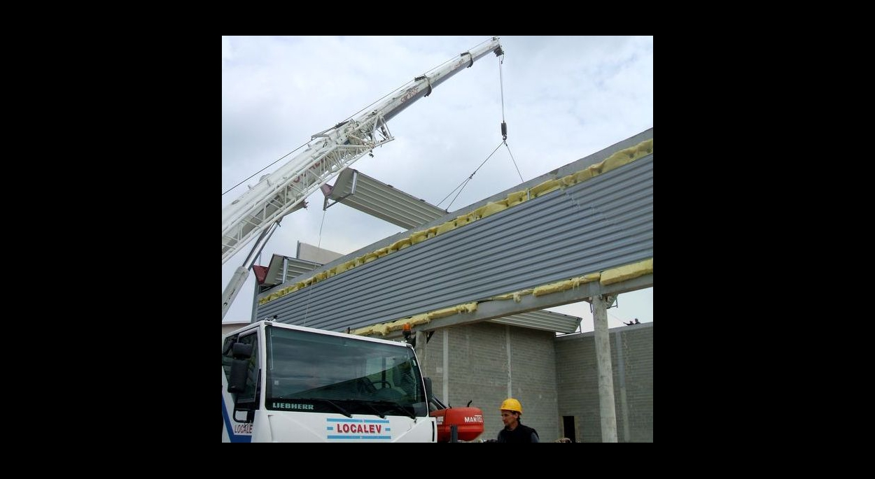 salle multisports entepôts ateliers construire en acier charpente métallique