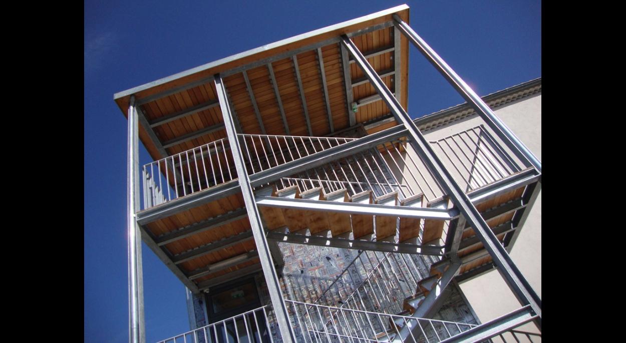 escaliers rehabilitation maison des metiers du livre forcalquier architecte