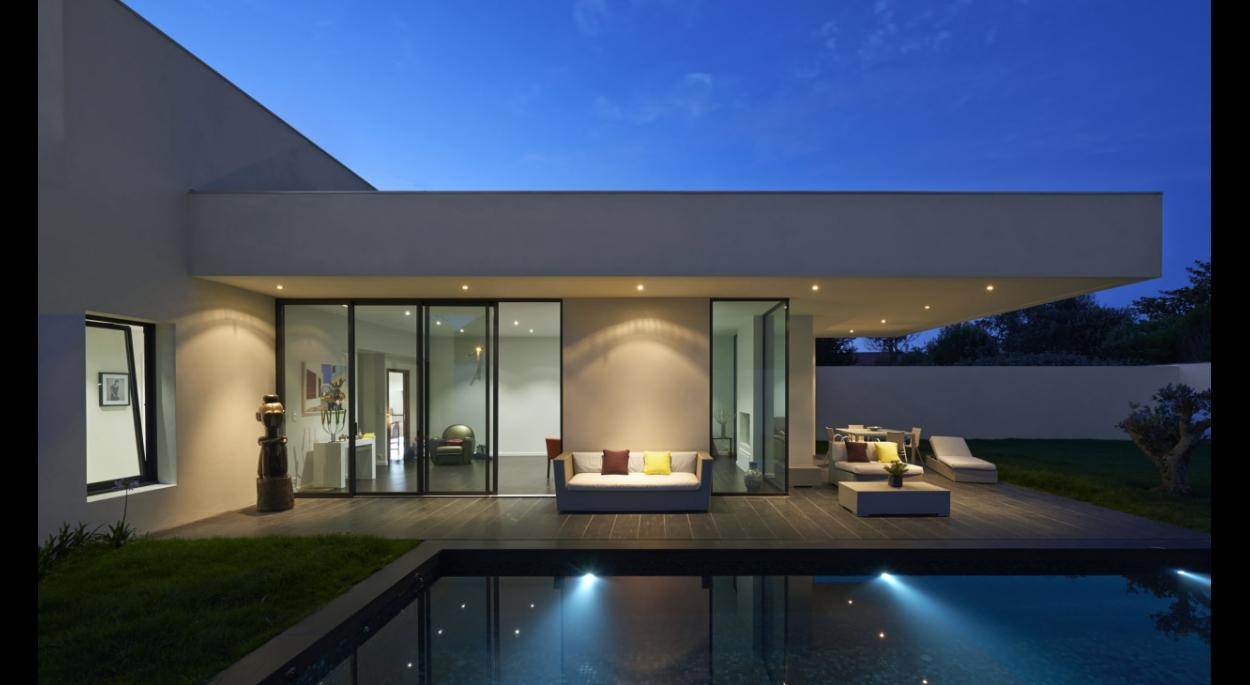 Villa contemporaine au coeur du jardin à Anglet (64)