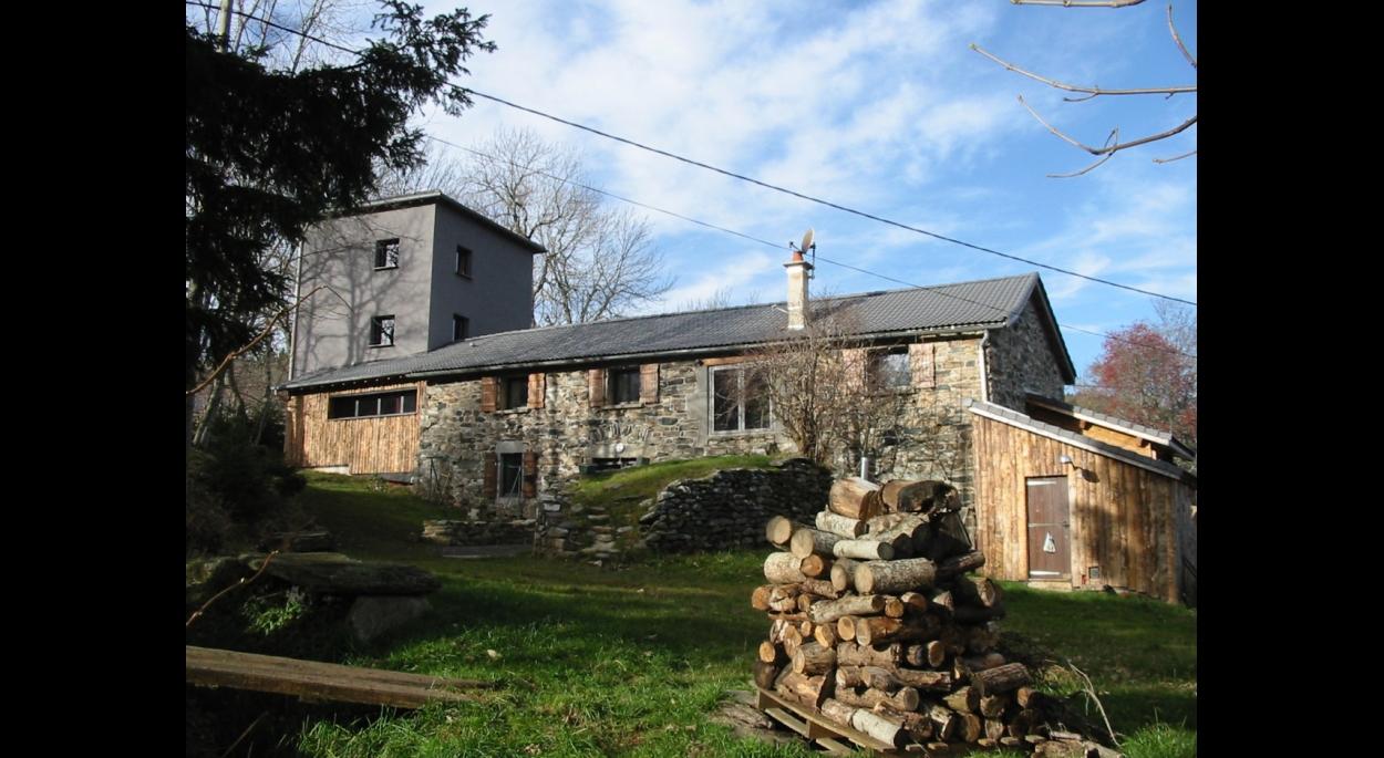 Façades Est, rénovation et extension d'une ancienne grange en altitude.