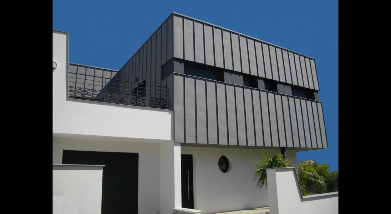 la façade sud vue depuis la rue
