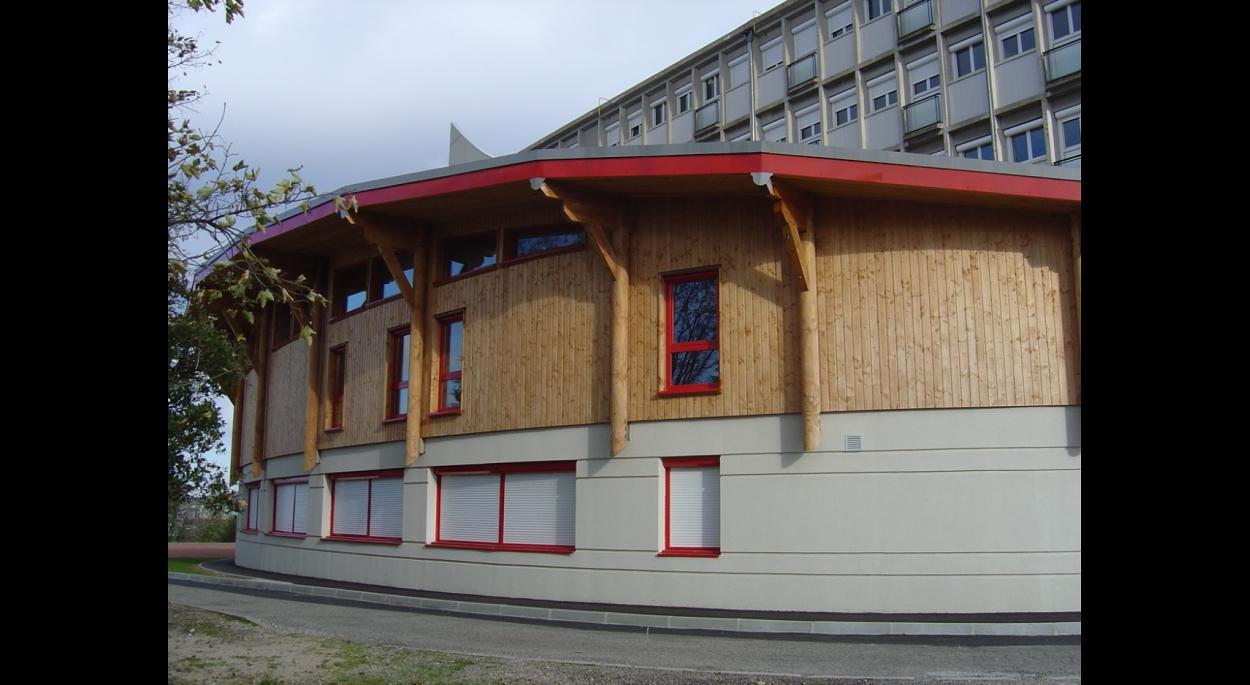 Extension du collège en béton et en bois