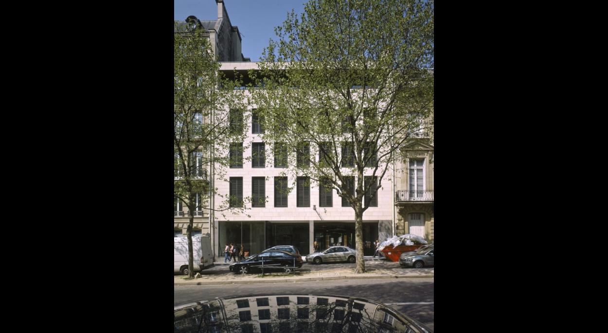 façade principale sur l'avenue d'Iéna