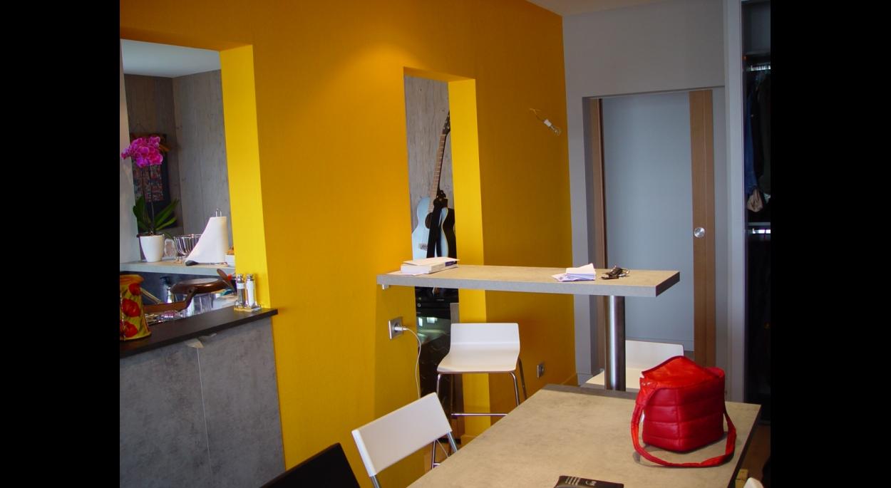 Reconversion de l'ancien hall d'entrée en salle à manger - cuisine.