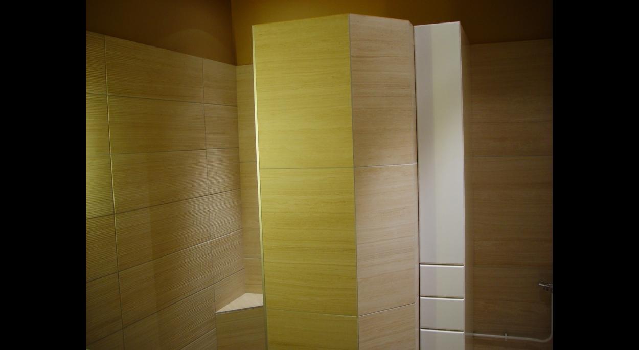 Ambiance minérale pour la cabine douche.
