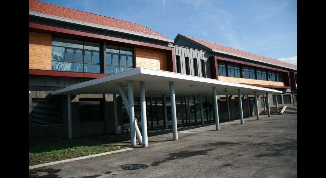 Enseignement, préau - Collège du Trièves à Mens - Adhoc Architecture - Jean Michel Costaz