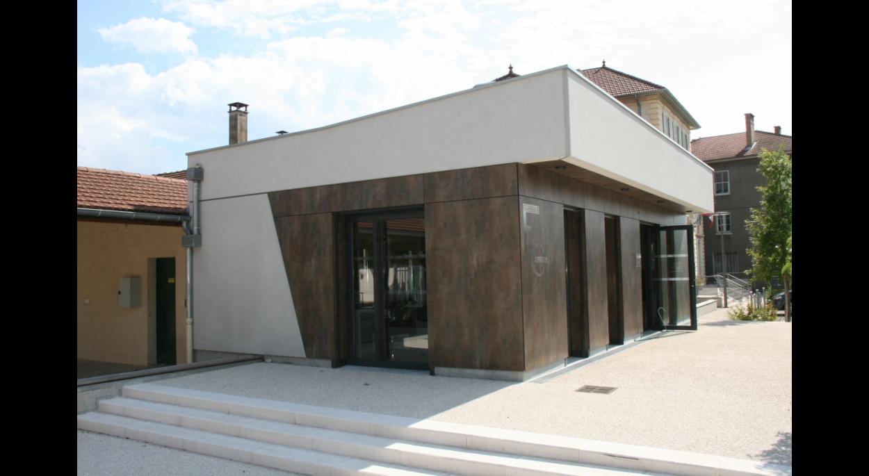 Façade Est - Local Commercial - Mairie de Saint Vérand