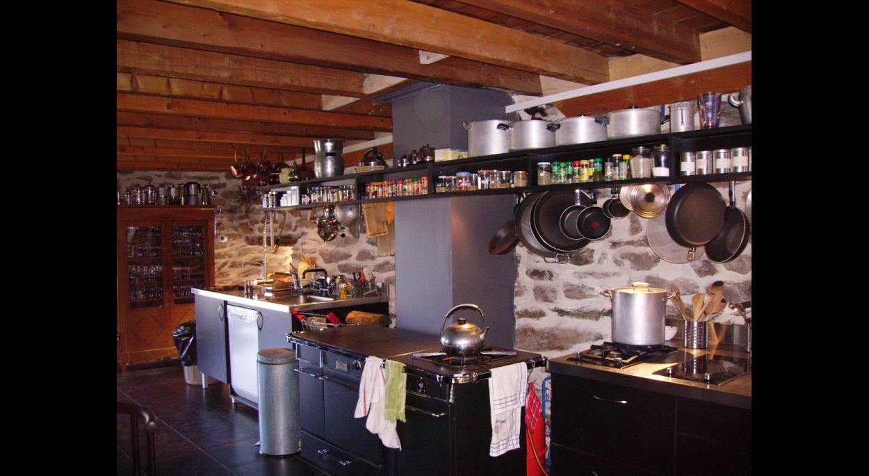 Cuisine, rénovation et extension d'une ancienne grange en altitude.