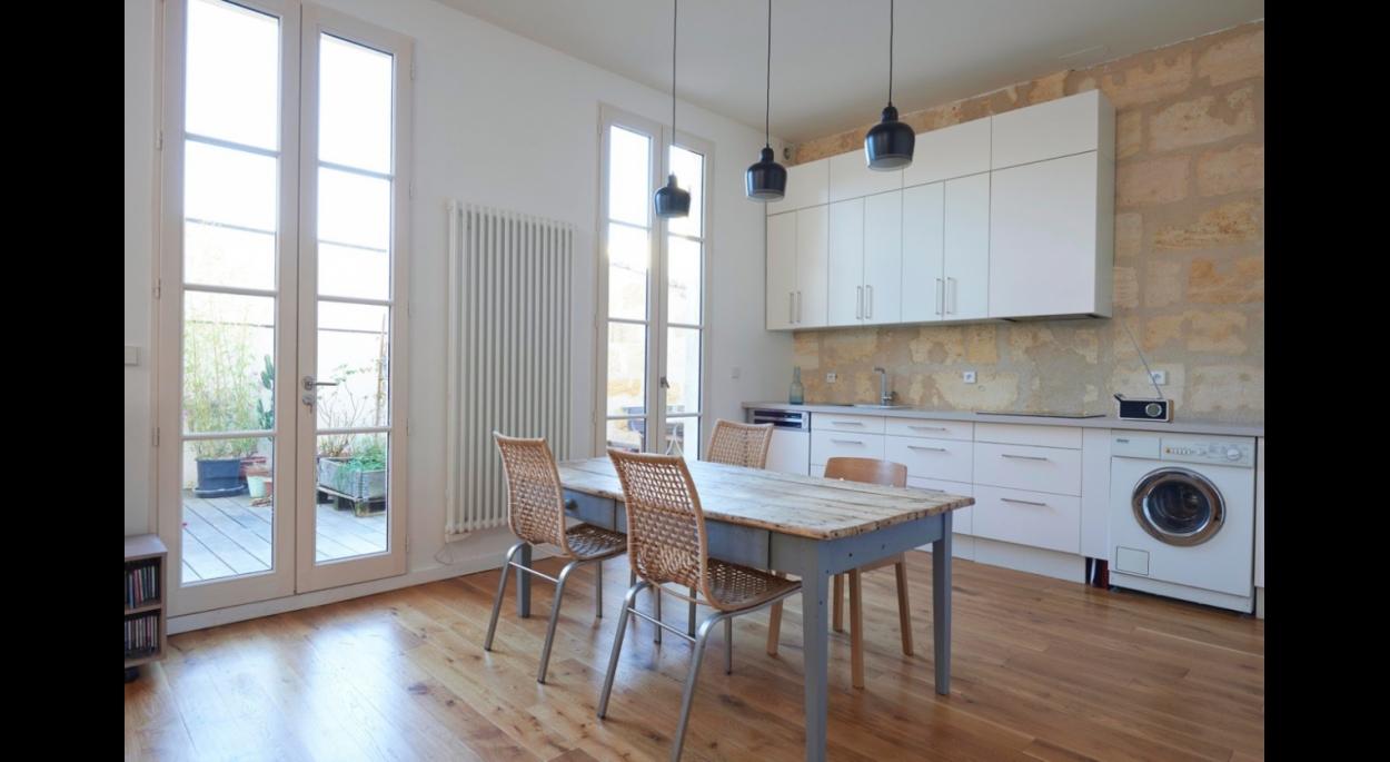 aménagement d'une cuisine et construction d'une terrasse à Bordeaux