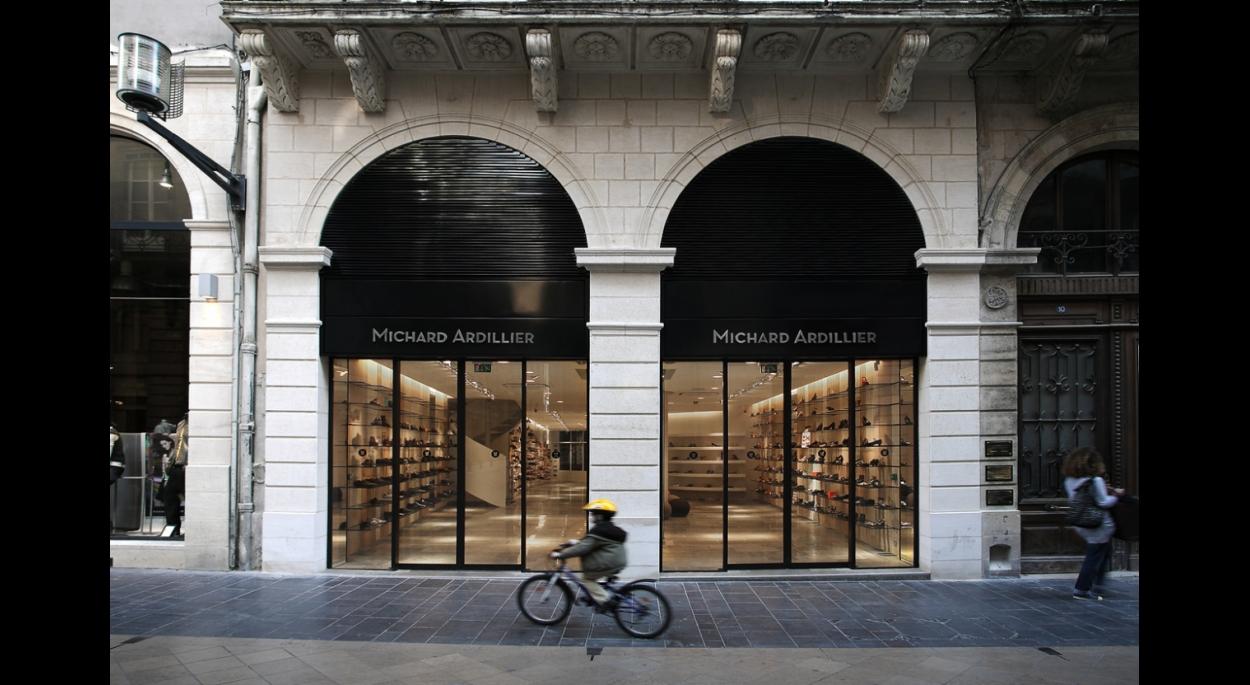 La façade rue St Catherine sobre et élégante