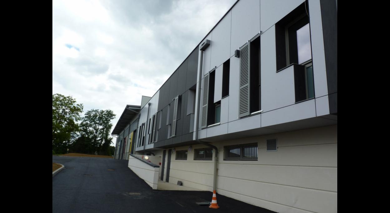 Construction d'un bâtiment plurifonctionnel accueillant les locaux administratifs de la Communauté de Communes du Tournugeois, leurs locaux techniques et plusieurs ateliers permettant la création d'un pépinière d'entreprises