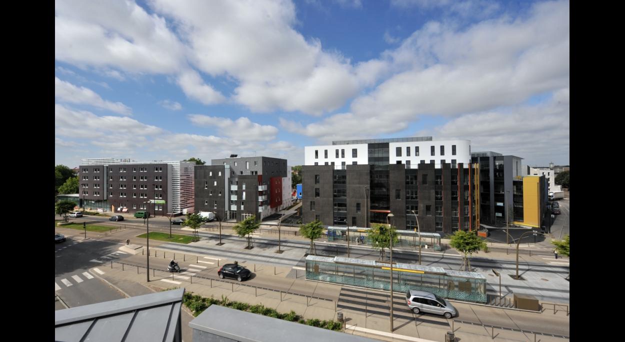 L'opération Bonne Garde structure à travers une mixité de programme une partie d'un des axes forts de la ville de Nantes où est aménagé le Busway.