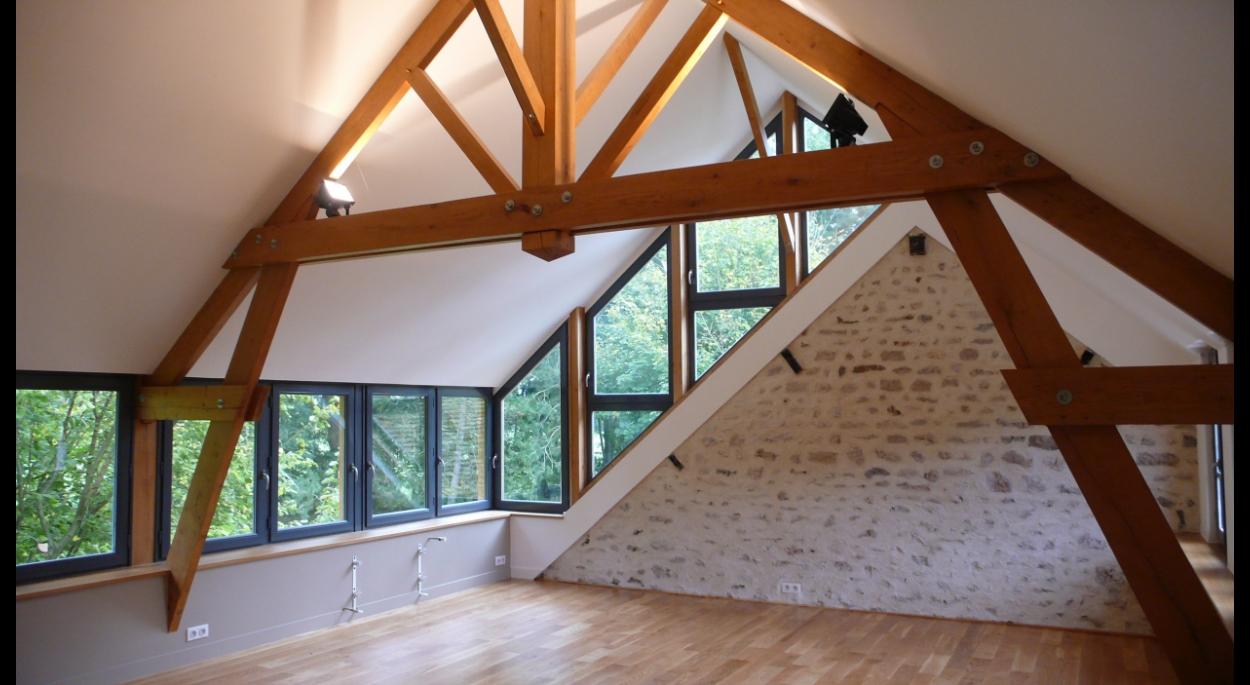 vue intérieure de la pièce reconstruite en sur-élèvation, sur une terrasse existante