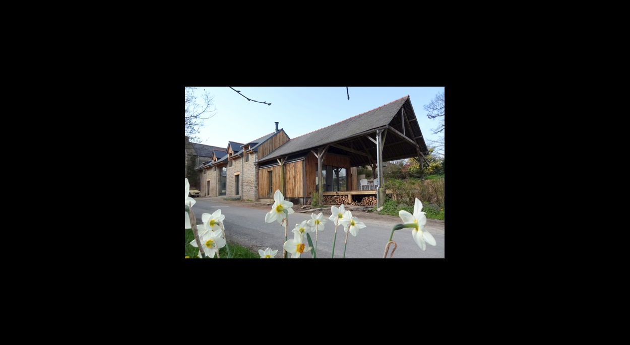 Façade Est habitation rénovée & extension bois sous couverture existante