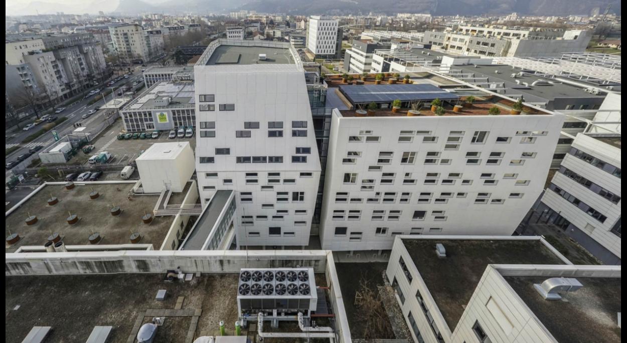 Façade Nord-Est de l'extension PHELMA 2 à Grenoble