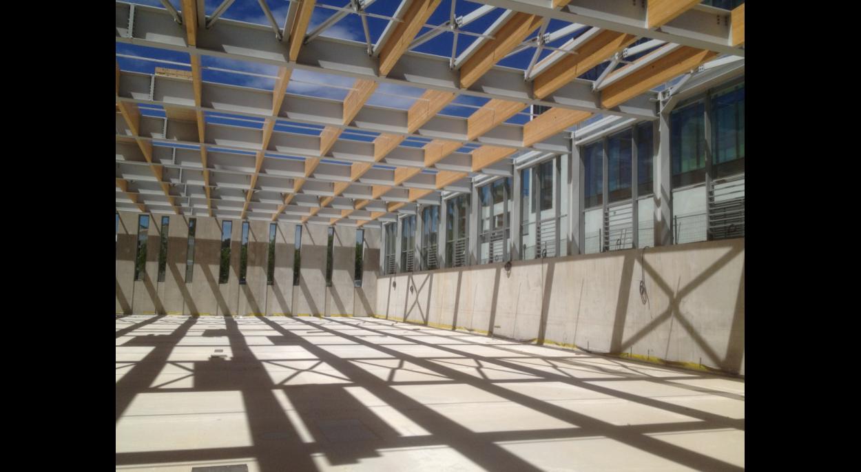 gymnase du lycée Jean Moulin - synthèse.archi - La grande salle en chantier