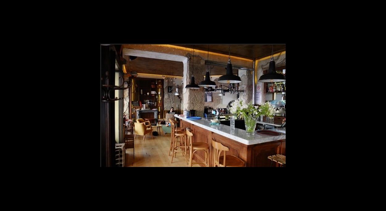 Interieur D Un Bar restaurant bar | mylene duquenoy architecte | vence - alpes